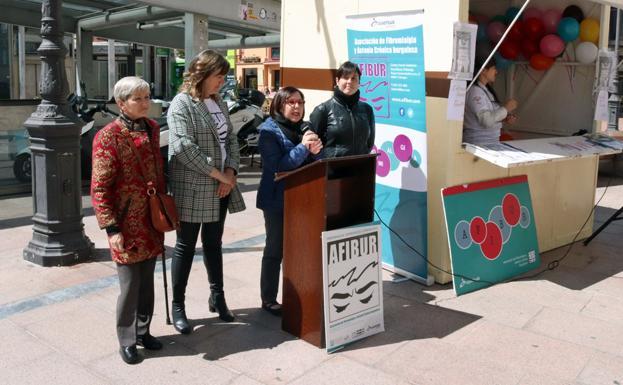 María Ángeles Martínez Martin, decana de la Facultad de Salud, ha leído un manifiesto en la Plaza de Santo Domingo/IAC