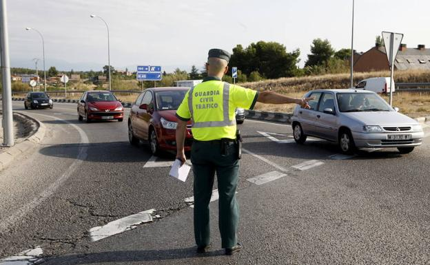Investigan a un conductor accidentado que superaba la tasa máxima de alcohol