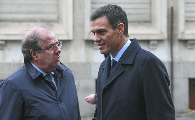 Juan Vicente Herrera junto a Pedro Sánchez. /Rodrigo Jiménez