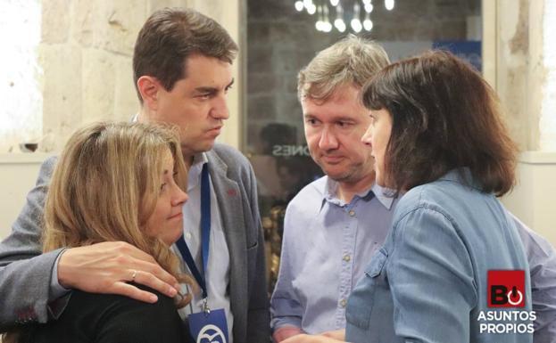 Cristina Ayala (izquierda) se quedó sin su acta de senadora como número dos del PP/César Ceinos