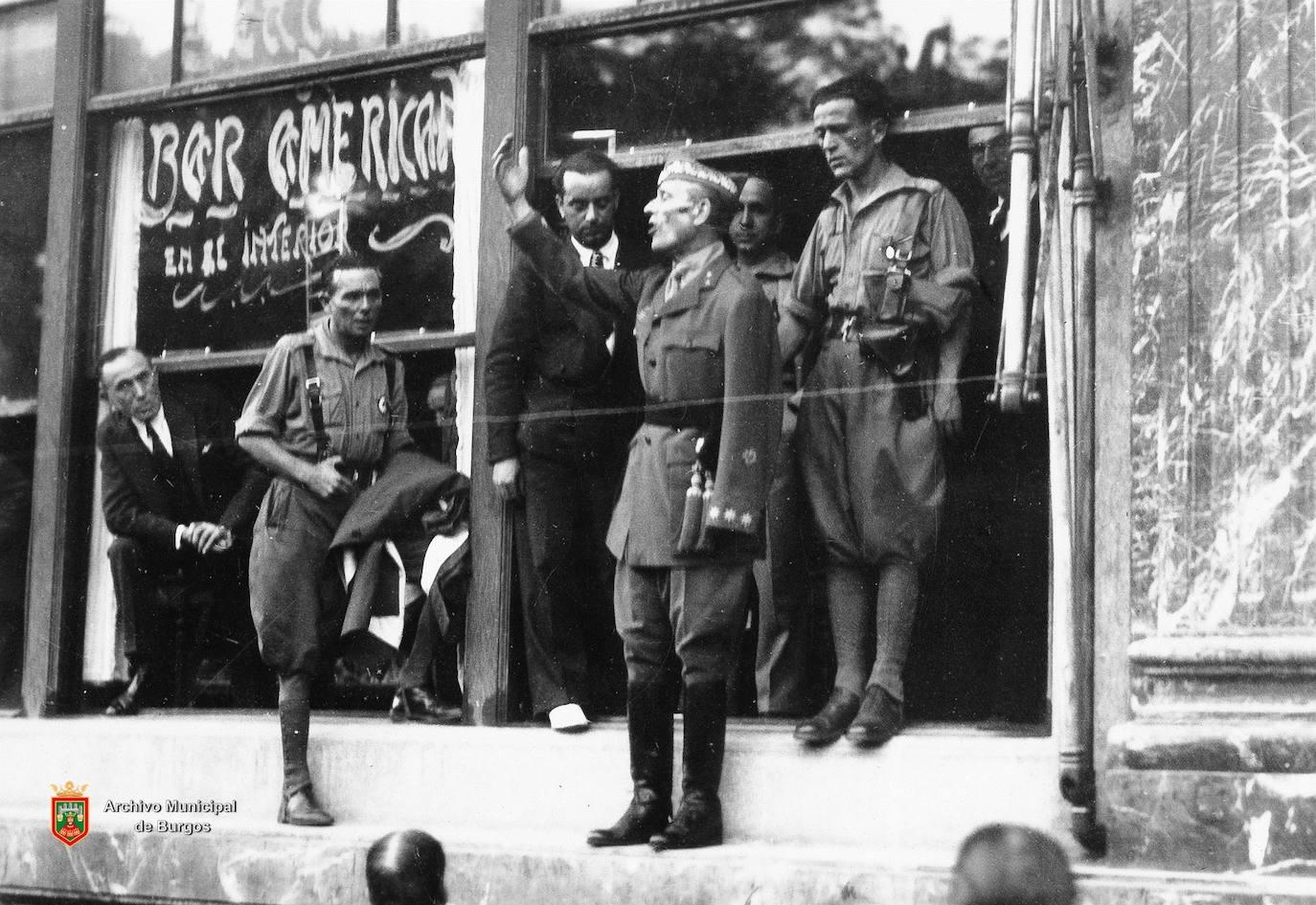 José Millán-Astray, fundador de la Legión y de Radio Nacional España, en una de las fotos de González Manero. /González Manero