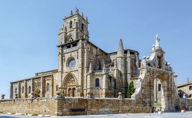 Santa María la Real es uno de los emblemas de Sasamón.