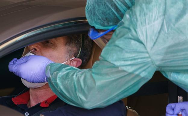 El personal sanitario ha comenzado a tomar muestras desde el coche a  burgaleses con síntomas de la COVID-19 | BURGOSconecta