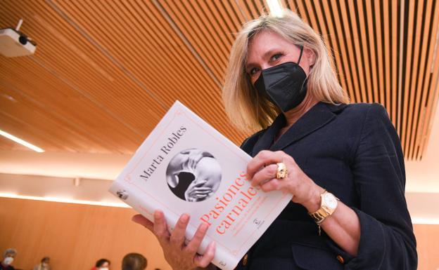 La periodista y escritora Marta Robles ha presentado en el MEH su nuevo trabajo literario./Ricardo Ordóñez | ICAL